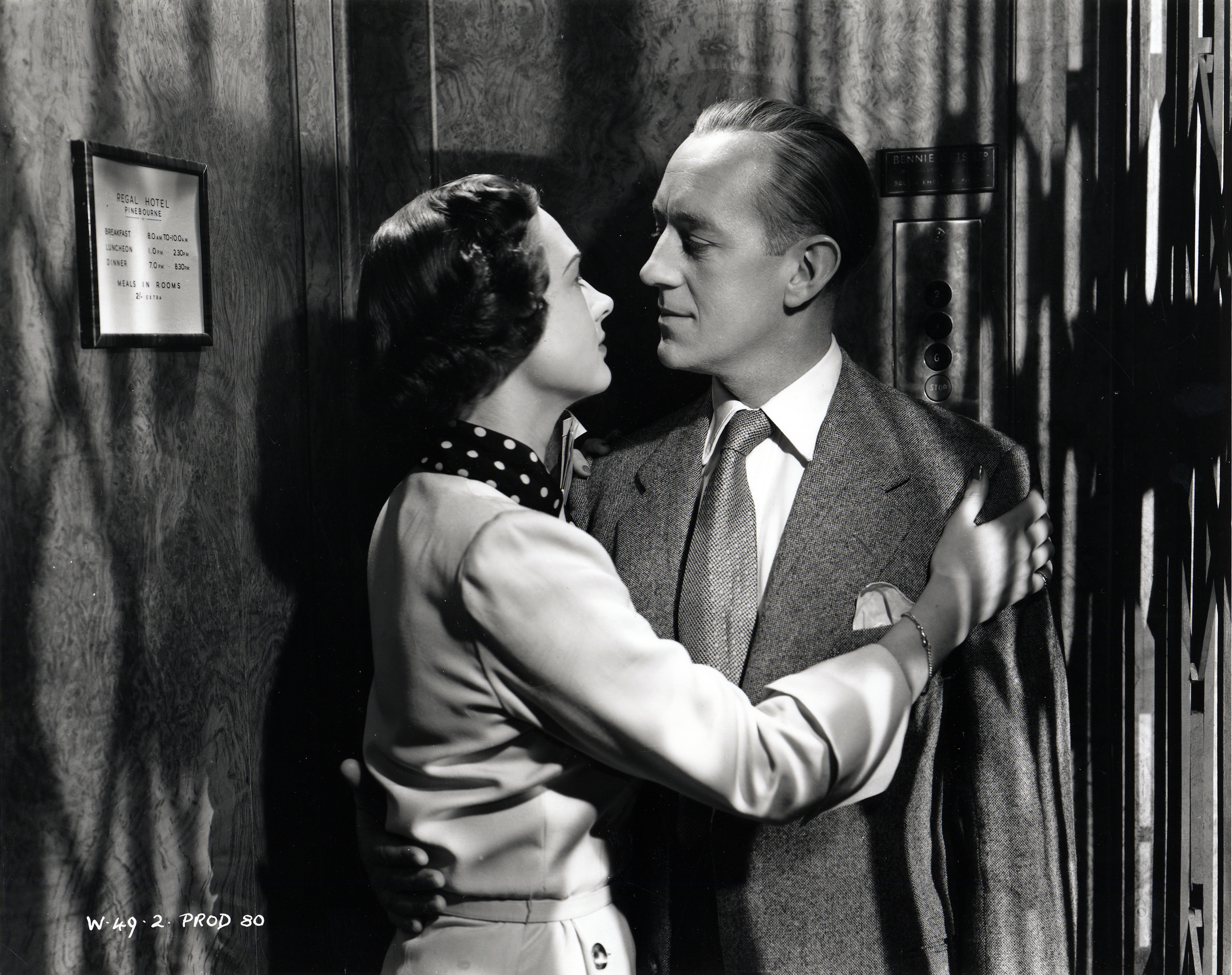 Still of Alec Guinness and Beatrice Campbell in Last Holiday (1950)