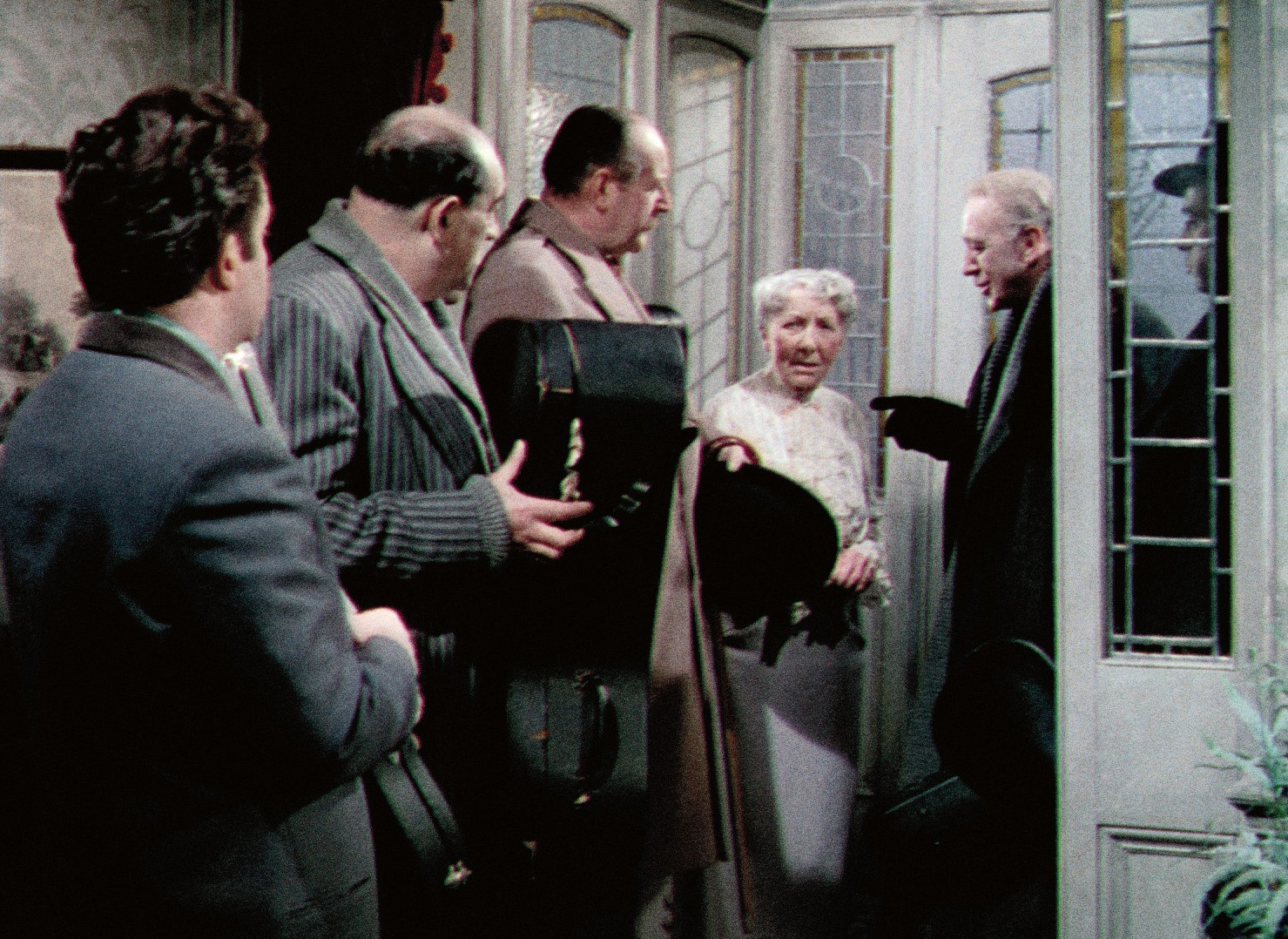 Still of Alec Guinness, Peter Sellers, Herbert Lom, Danny Green, Katie Johnson and Cecil Parker in The Ladykillers (1955)