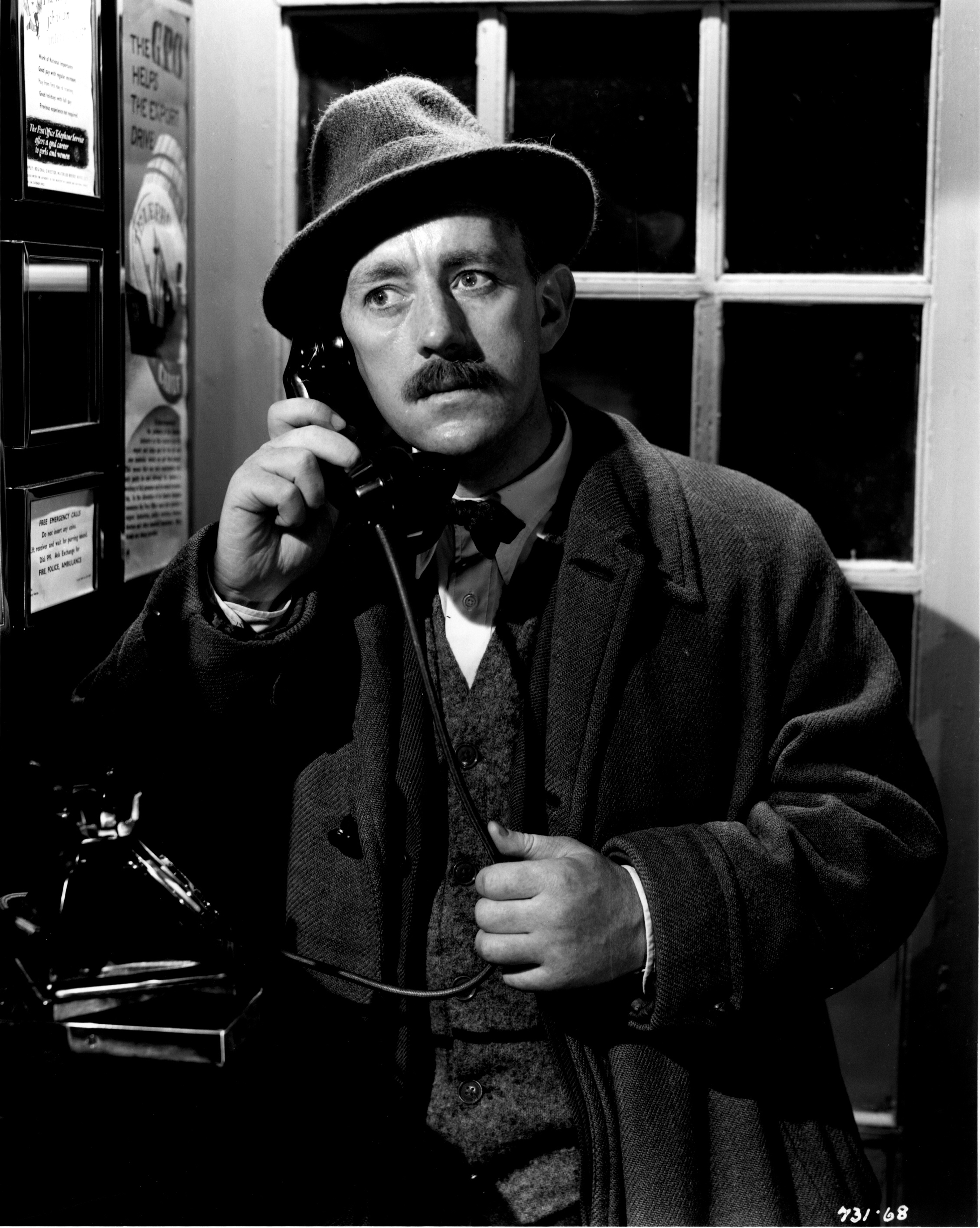 Still of Alec Guinness in A Run for Your Money (1949)