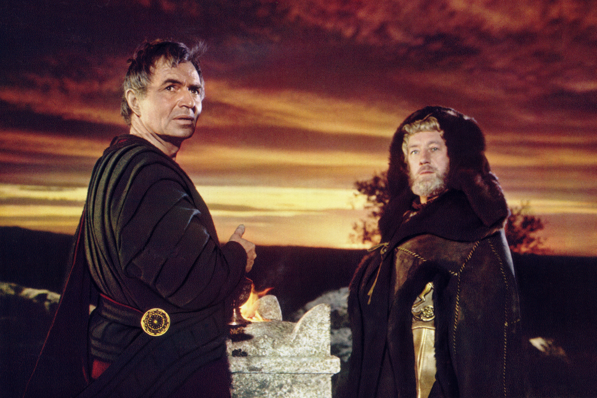 Still of Alec Guinness and James Mason in The Fall of the Roman Empire (1964)