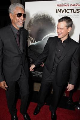 Morgan Freeman and Matt Damon at event of Nenugalimas (2009)