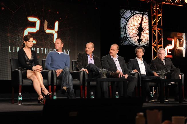 Still of Kiefer Sutherland, Manny Coto, Howard Gordon, Evan Katz, Mary Lynn Rajskub and Brian Glazer in 24: Live Another Day (2014)