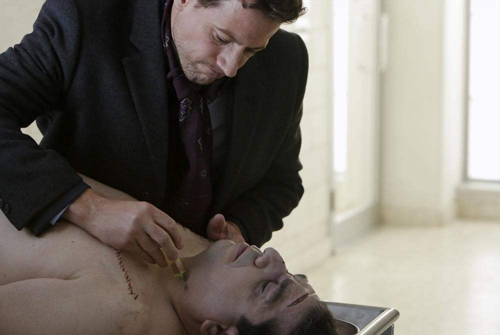 Still of Judd Hirsch and Ioan Gruffudd in Forever (2014)