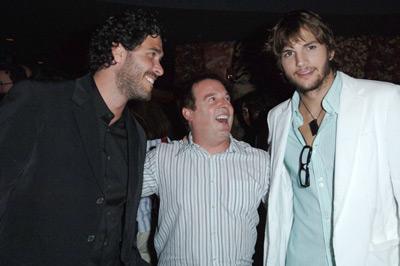 Ashton Kutcher, Jason Goldberg and David Janollari at event of Beauty and the Geek (2005)