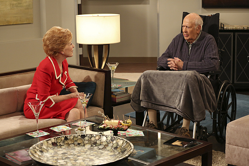 Still of Carl Reiner and Holland Taylor in Two and a Half Men (2003)