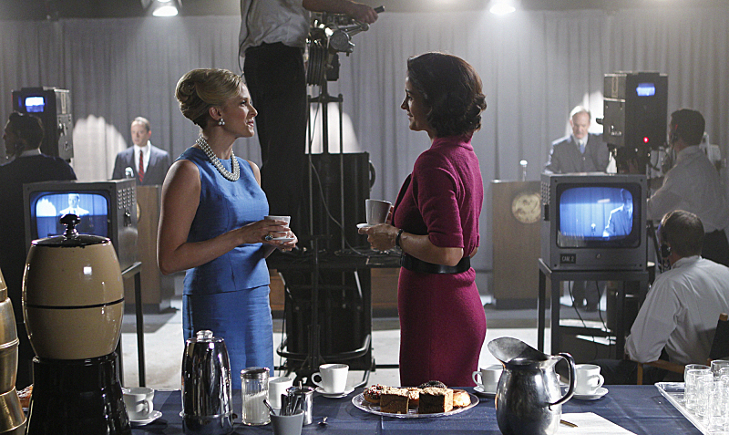 Still of Carrie-Anne Moss and Vinessa Shaw in Vegas (2012)