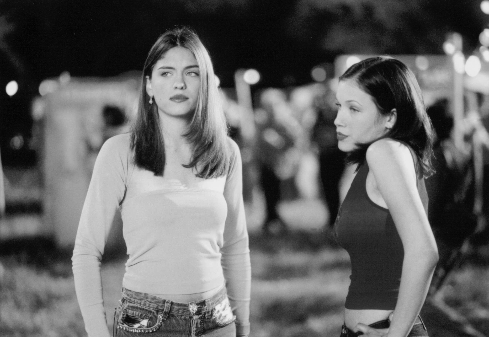 Still of Jodi Lyn O'Keefe and Marla Sokoloff in Whatever It Takes (2000)