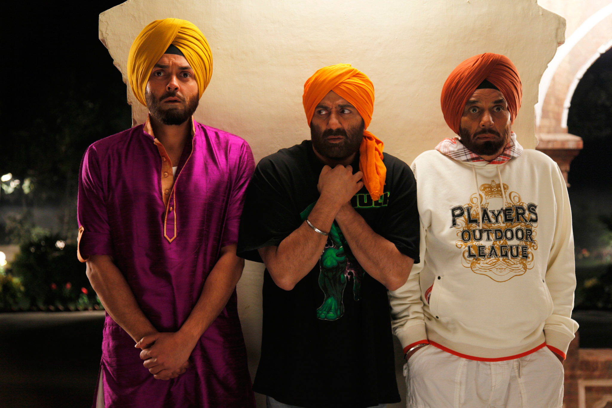 Still of Dharmendra, Bobby Deol and Sunny Deol in Yamla Pagla Deewana (2011)