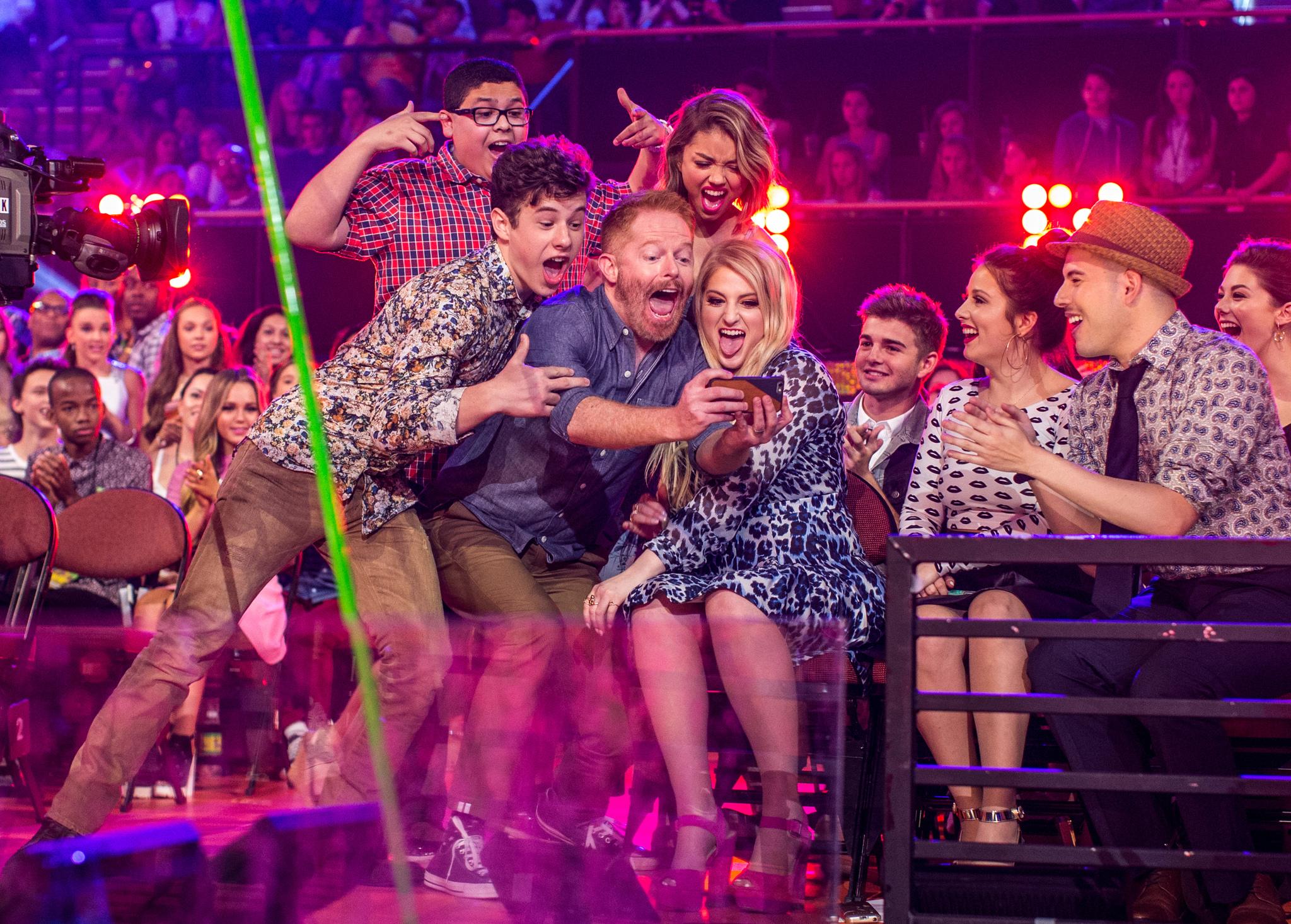 Jesse Tyler Ferguson, Sarah Hyland, Ariel Winter, Nolan Gould, Rico Rodriguez and Meghan Trainor at event of Nickelodeon Kids' Choice Awards 2015 (2015)