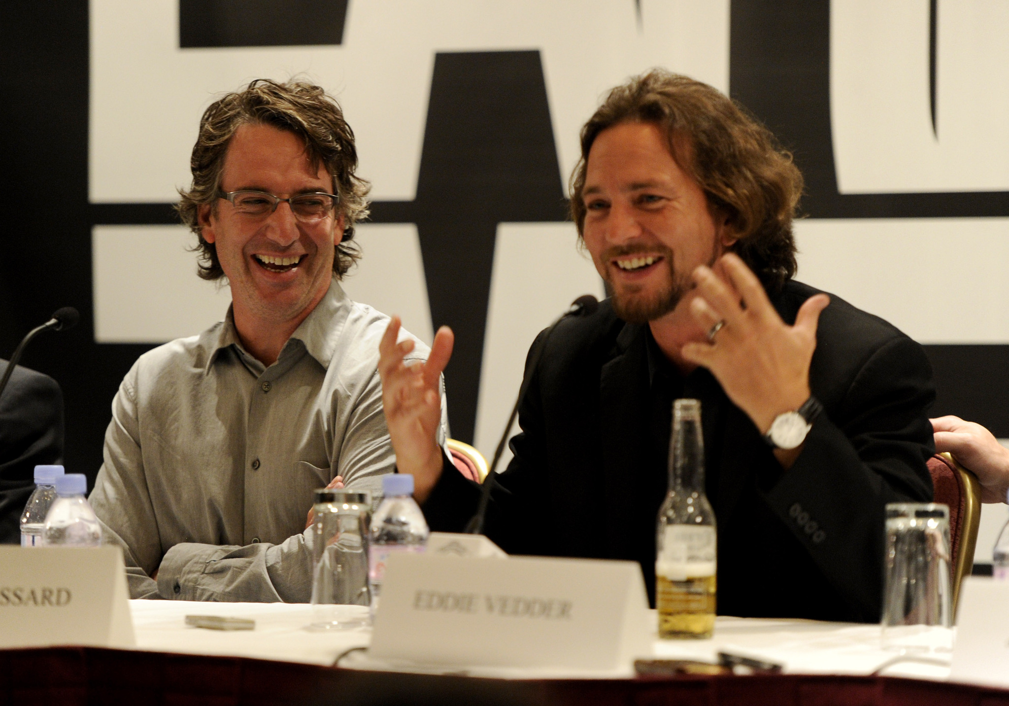 Stone Gossard, Eddie Vedder and Pearl Jam at event of Pearl Jam Twenty (2011)