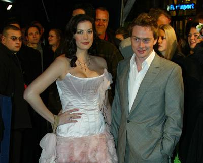 Liv Tyler and Royston Langdon at event of Ziedu Valdovas: Dvi tvirtoves (2002)