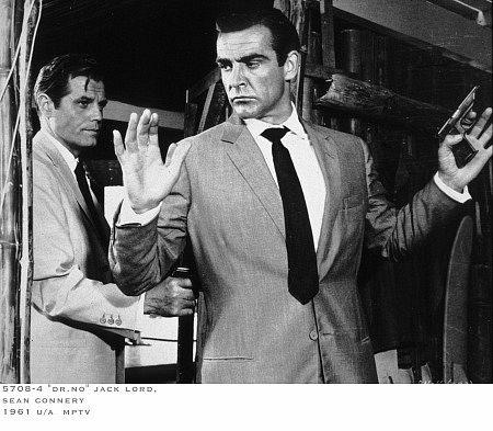 Still of Sean Connery and Jack Lord in Daktaras Ne (1962)