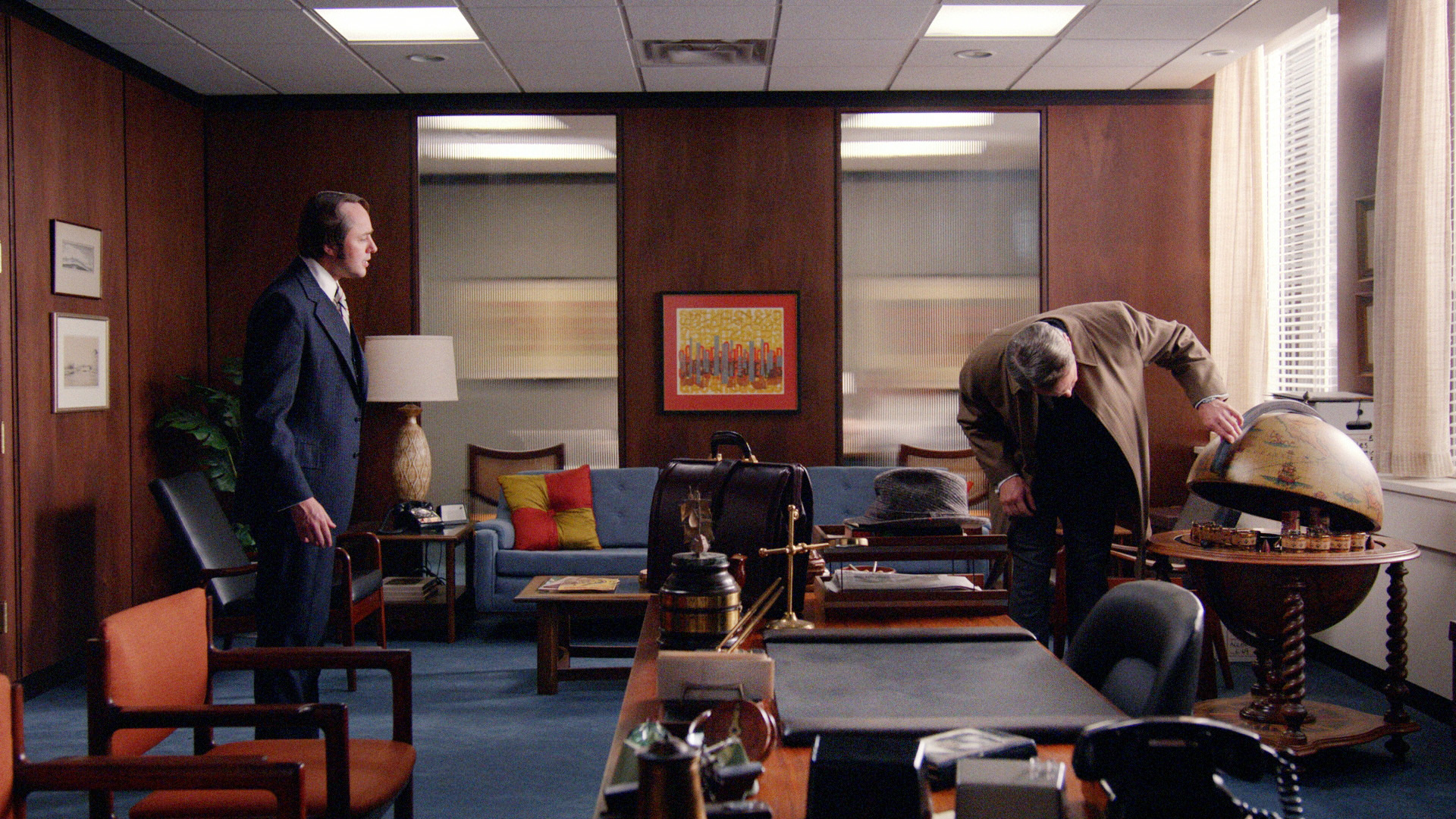 Still of Vincent Kartheiser and Mark Moses in MAD MEN. Reklamos vilkai (2007)