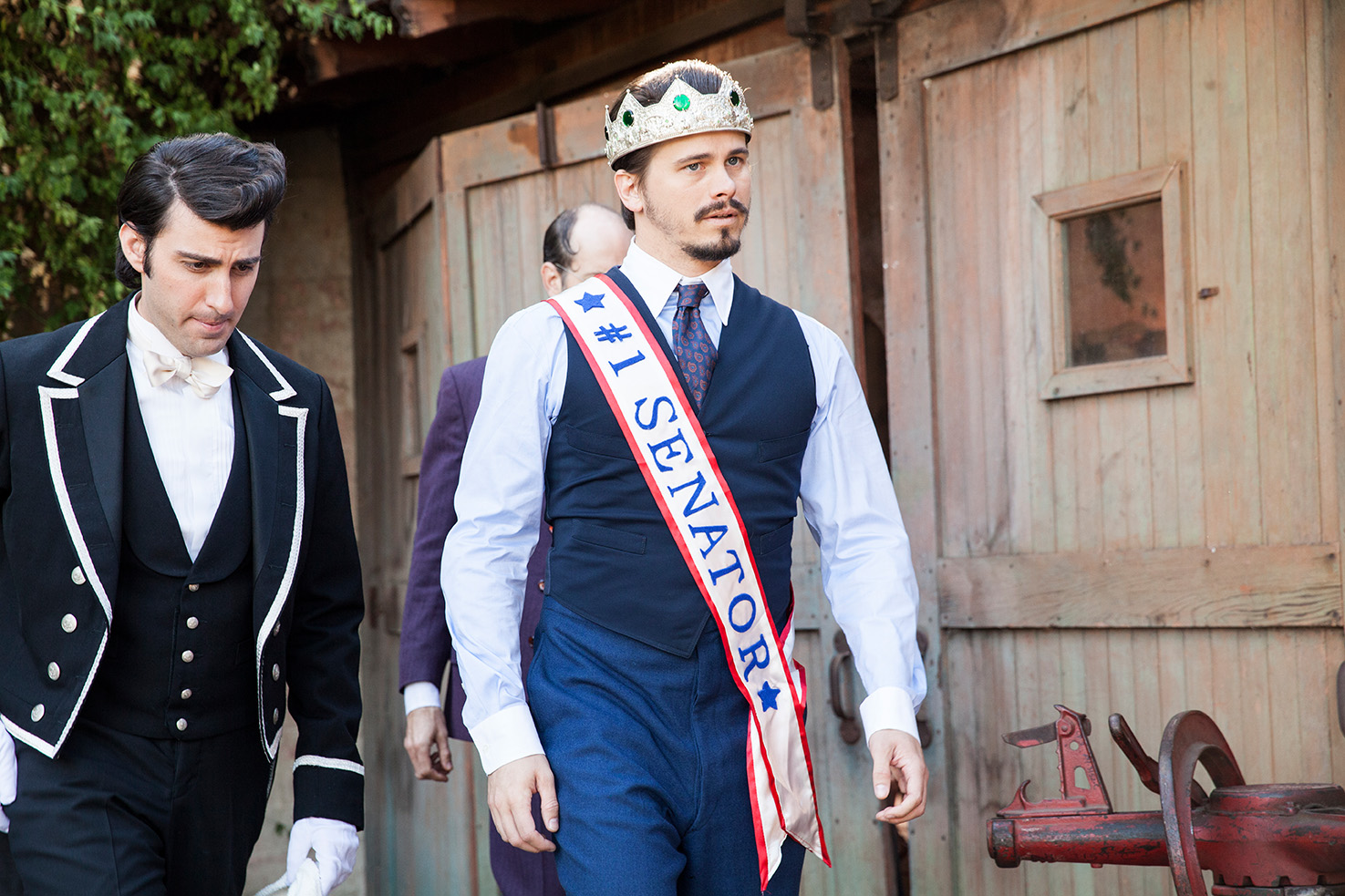 Still of Jason Ritter and Armen Weitzman in Another Period (2015)