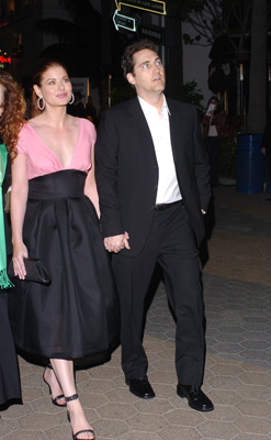 Debra Messing and Daniel Zelman at event of The Wedding Date (2005)
