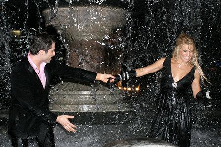 Michael Lucas and Savanna Samson in City Hall Park Fountain
