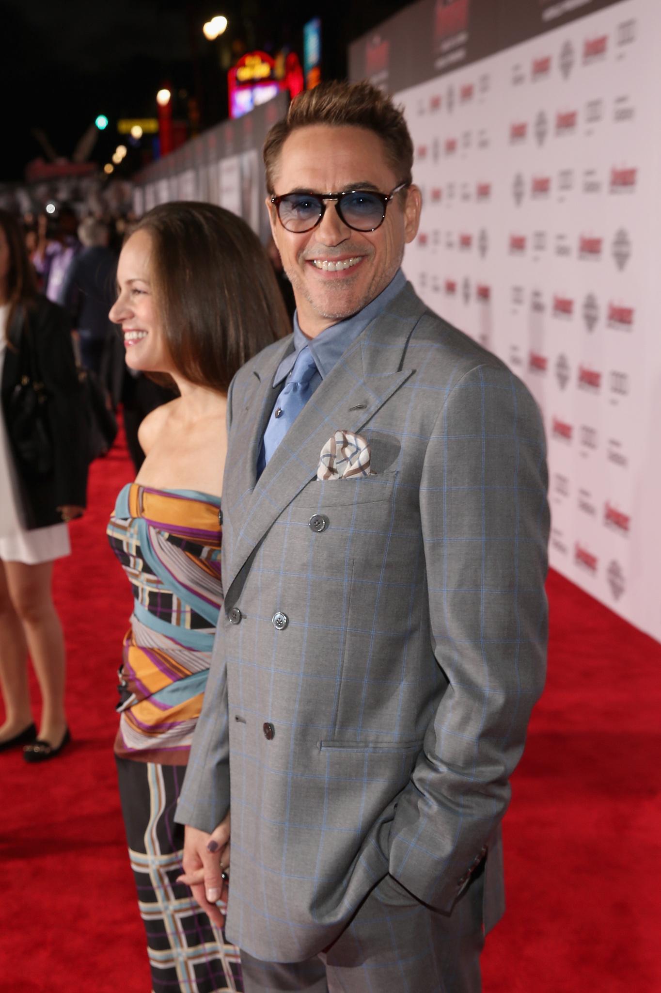 Robert Downey Jr. and Susan Downey at event of Kersytojai 2 (2015)