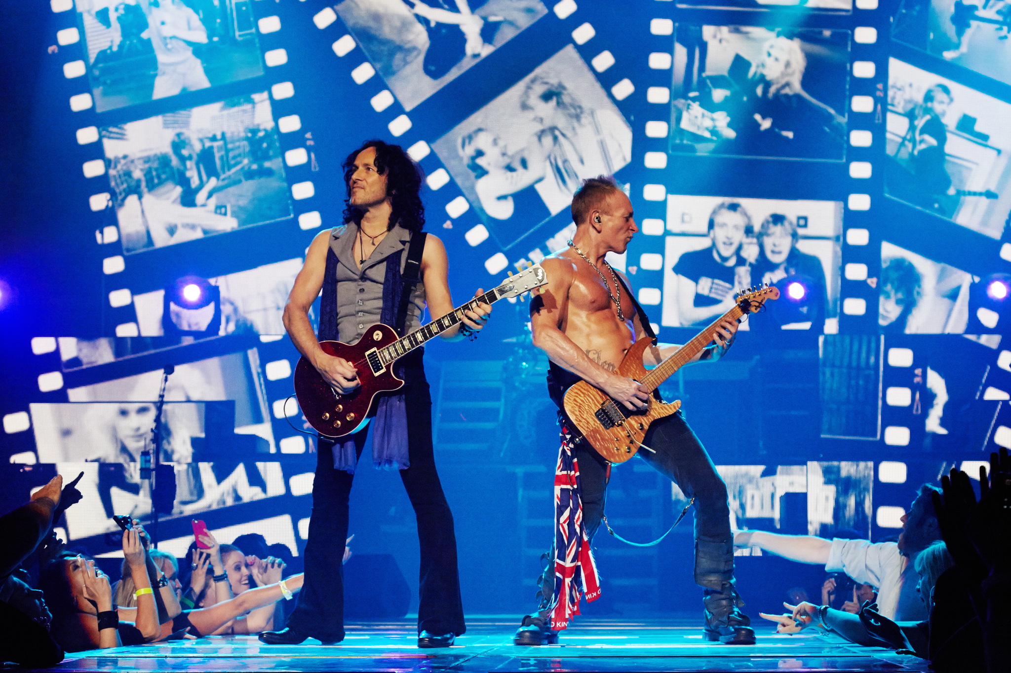 Still of Phil Collins, Vivian Campbell and Phil Collen in Def Leppard Viva! Hysteria Concert (2013)