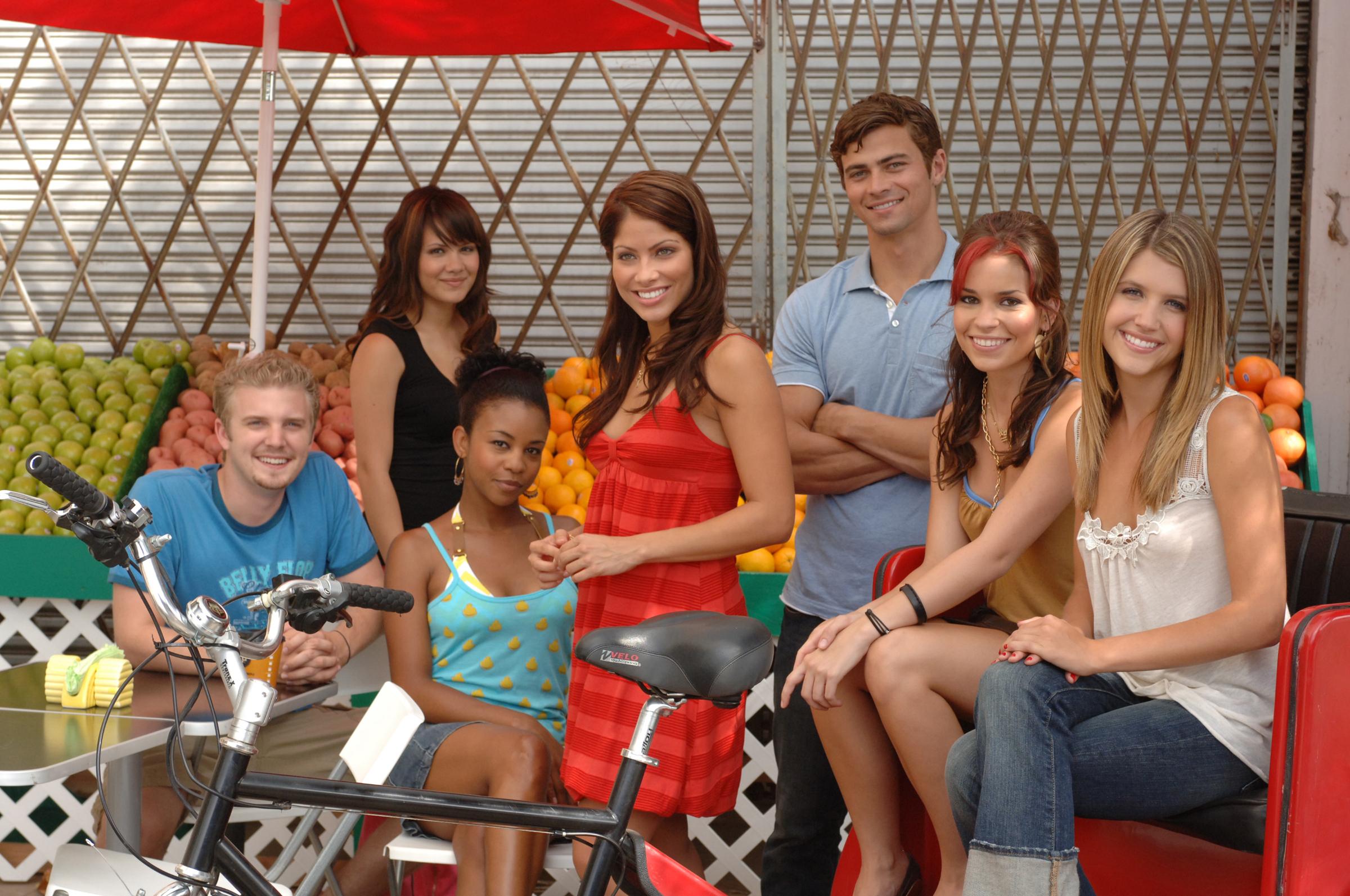 Still of Eileen April Boylan, Valery M. Ortiz, Aasha Davis, Gabrielle Christian, Mandy Musgrave, Matt Cohen and Chris Hunter in South of Nowhere (2005)