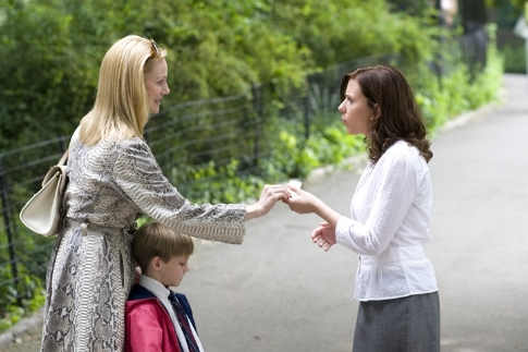 Still of Laura Linney, Scarlett Johansson and Nicholas Art in The Nanny Diaries (2007)