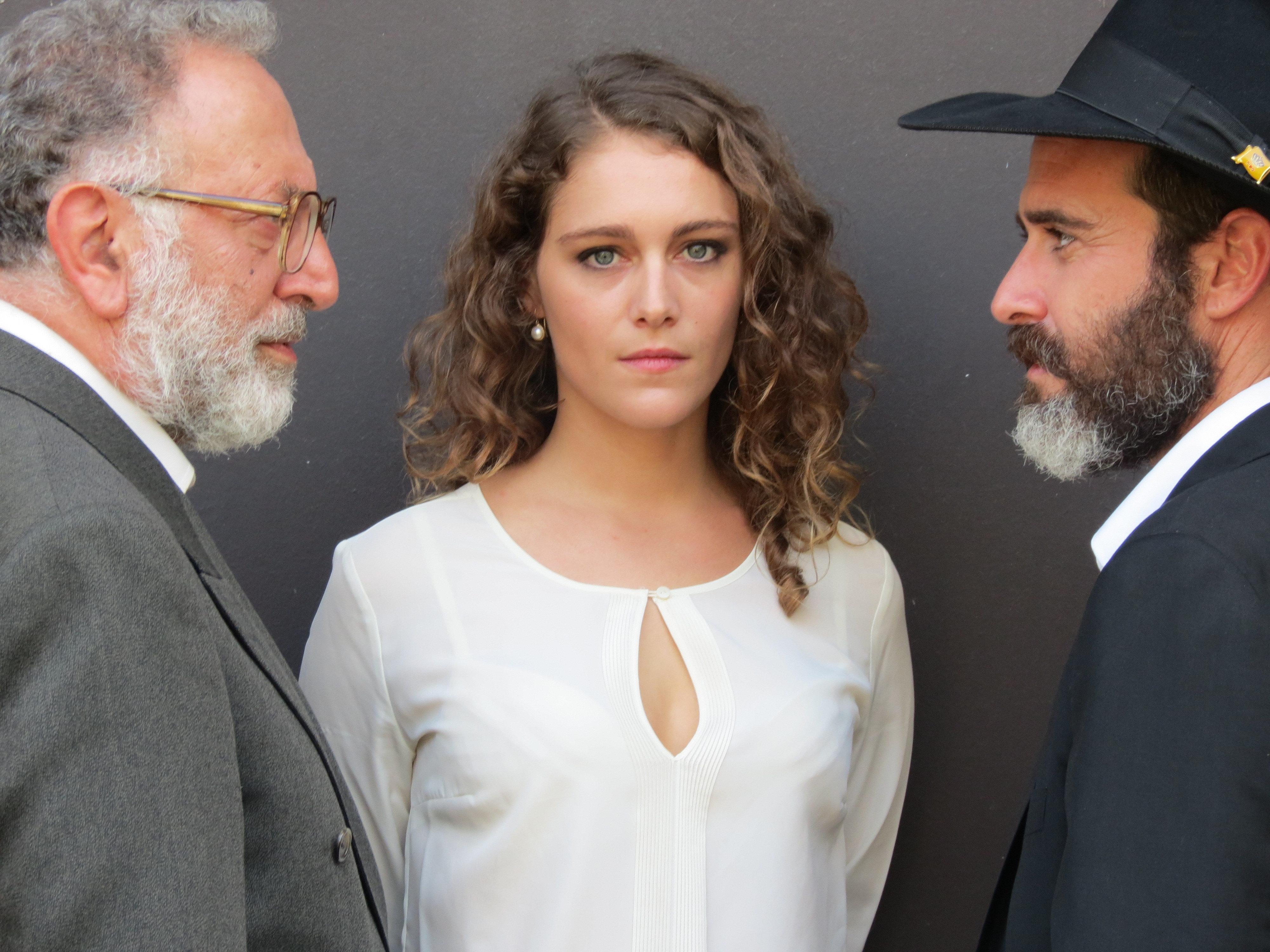 Makram Khoury, Zohar Shtrauss and Ariane Labed in Magic Men (2014)