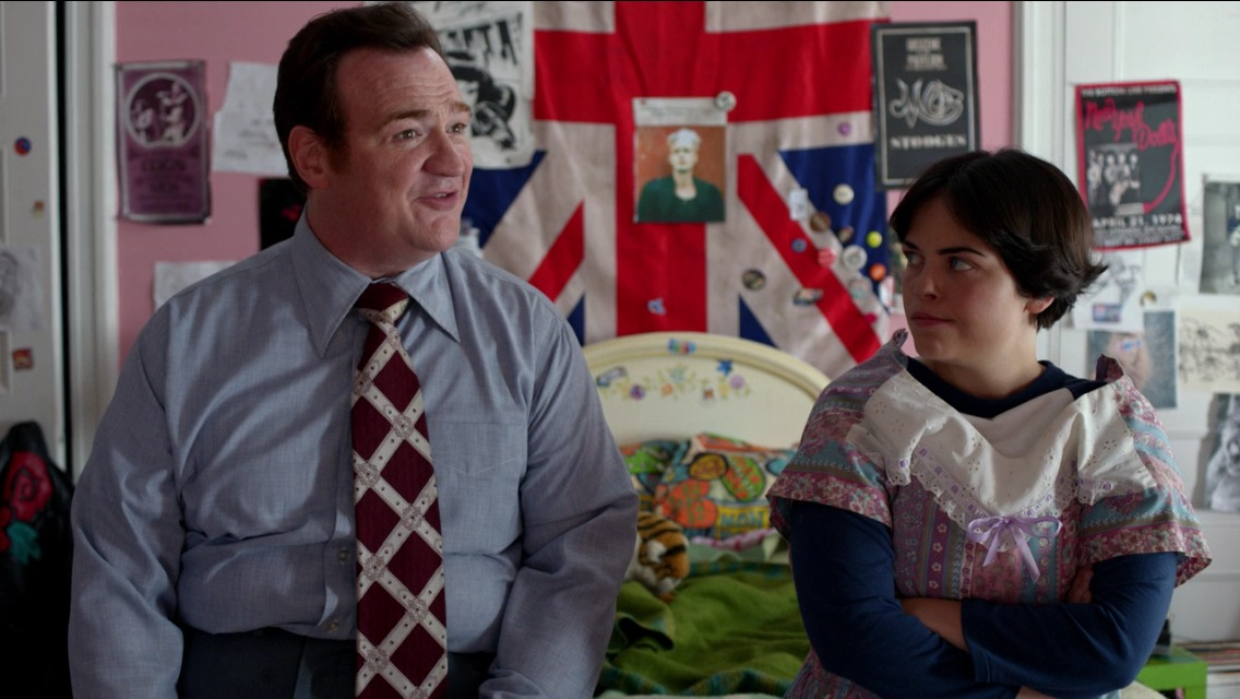 Melanie Hinkle and Kevin Carolan in Orange is the New Black (S03E04)