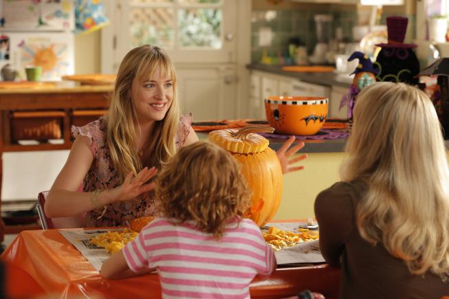 Still of Dakota Johnson, Lucy Punch and Maggie Elizabeth Jones in Ben and Kate (2012)