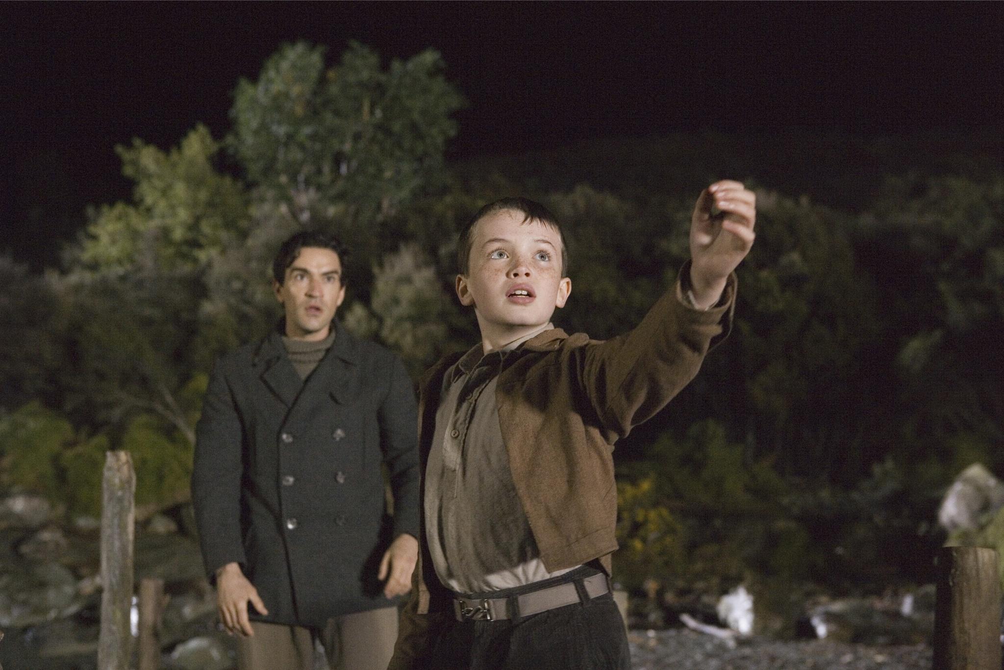 Still of Ben Chaplin and Alex Etel in The Water Horse (2007)