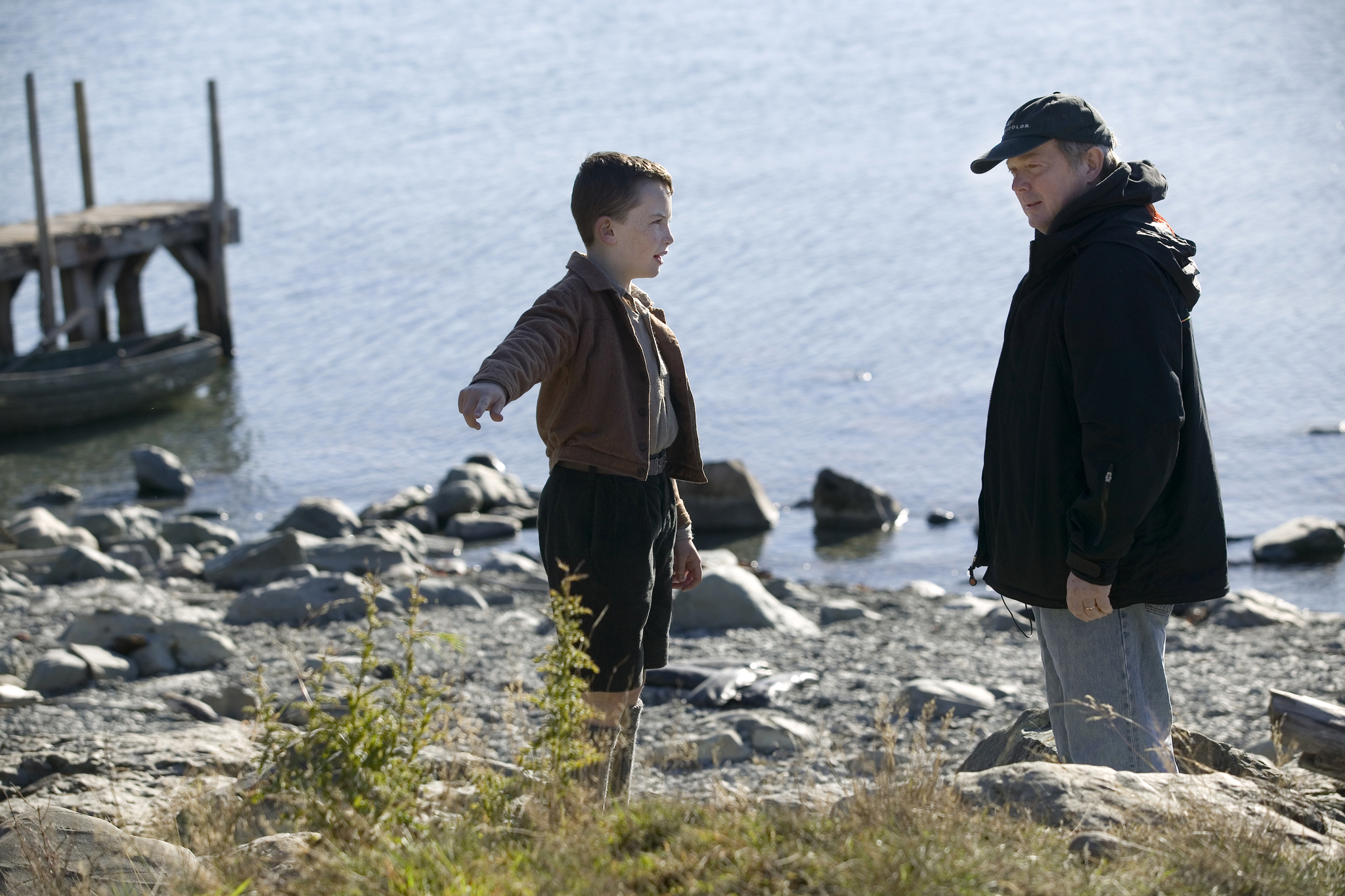 Still of Jay Russell and Alex Etel in The Water Horse (2007)