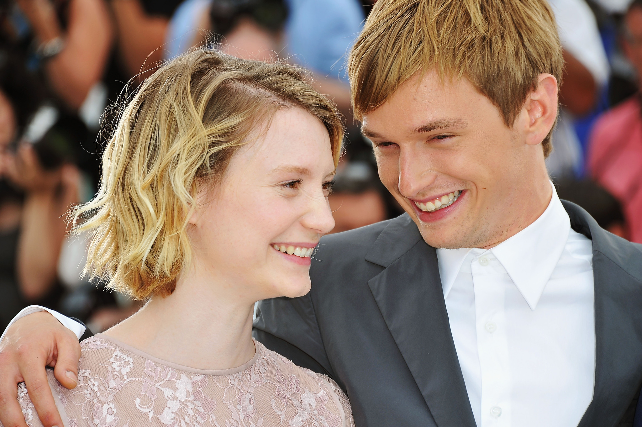 Henry Hopper and Mia Wasikowska at event of Restless (2011)