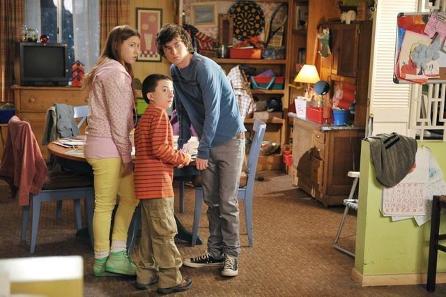 Still of Eden Sher, Charlie McDermott and Atticus Shaffer in The Middle (2009)