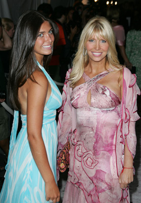 Lisa Gastineau and Brittny Gastineau at event of Wedding Crashers (2005)