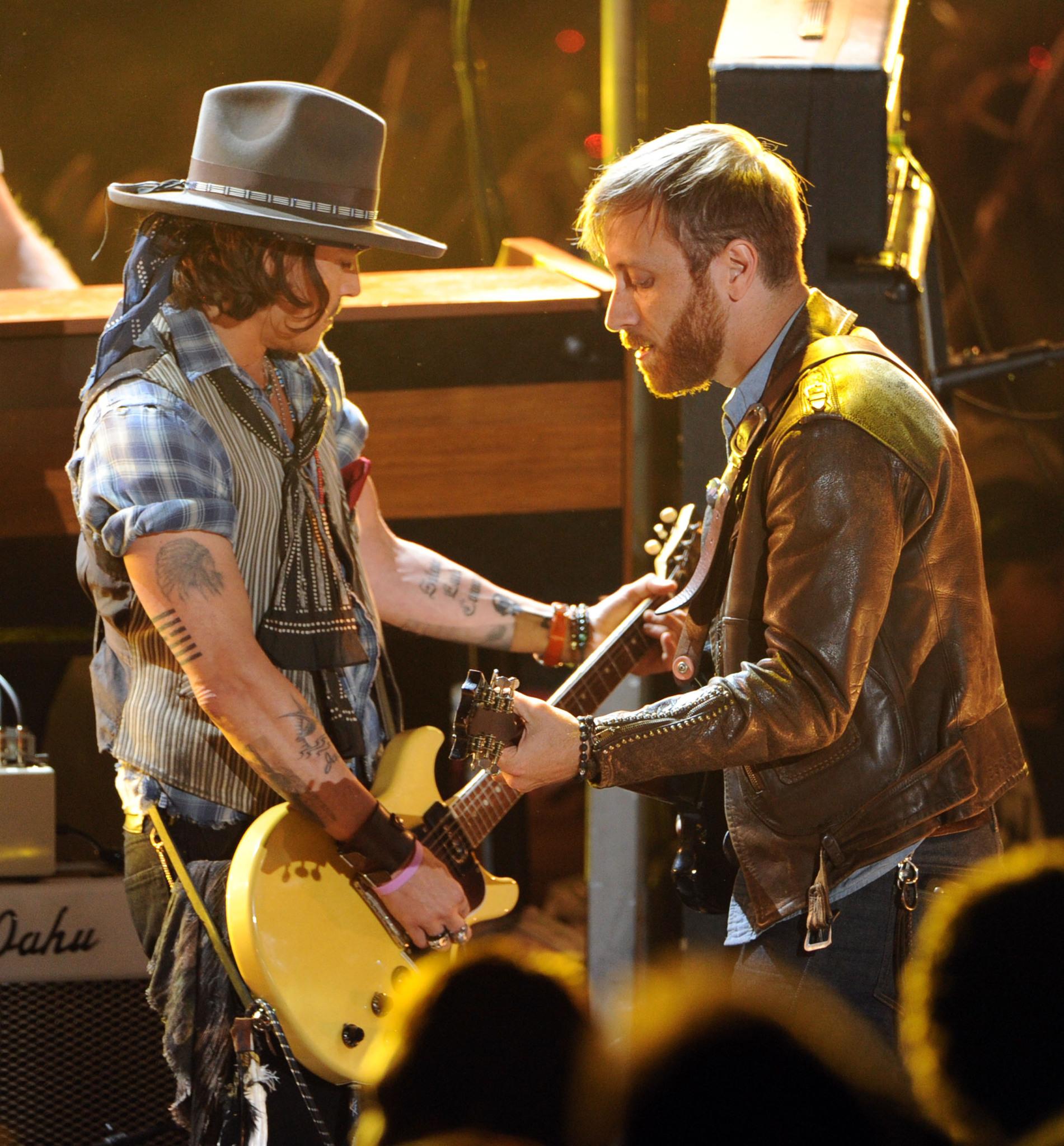 Johnny Depp, Dan Auerbach and The Black Keys at event of 2012 MTV Movie Awards (2012)