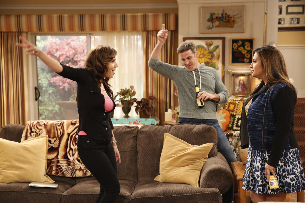 Still of Carlos Ponce, Maria Canals-Barrera and Cristela Alonzo in Cristela (2014)