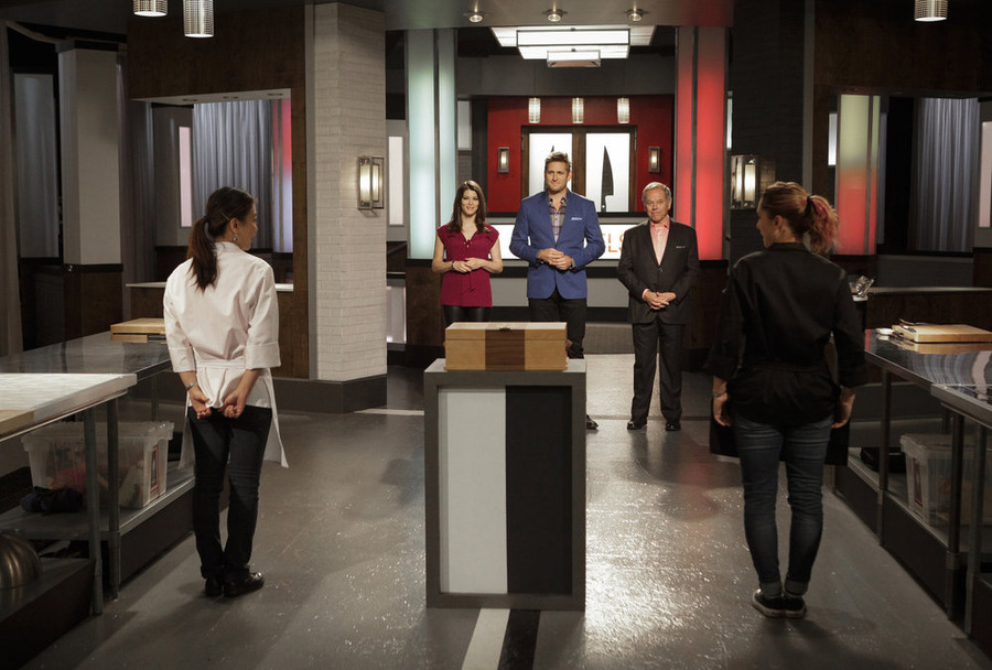 Still of Wolfgang Puck, Gail Simmons, Curtis Stone, Brooke Williamson and Shirley Chung in Top Chef Duels (2014)