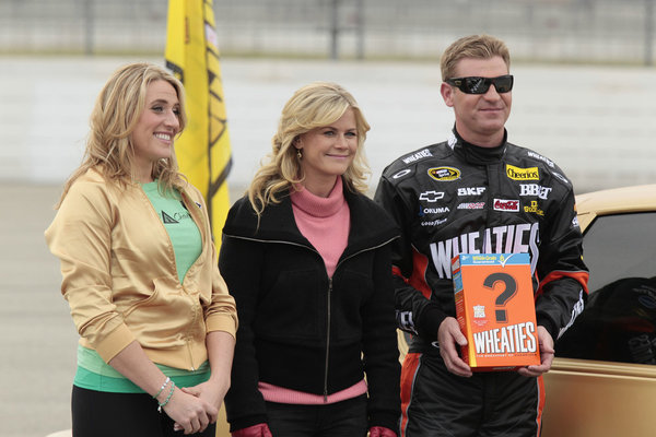 Still of Alison Sweeney, Clint Bowyer and Tara Costa in The Biggest Loser (2004)