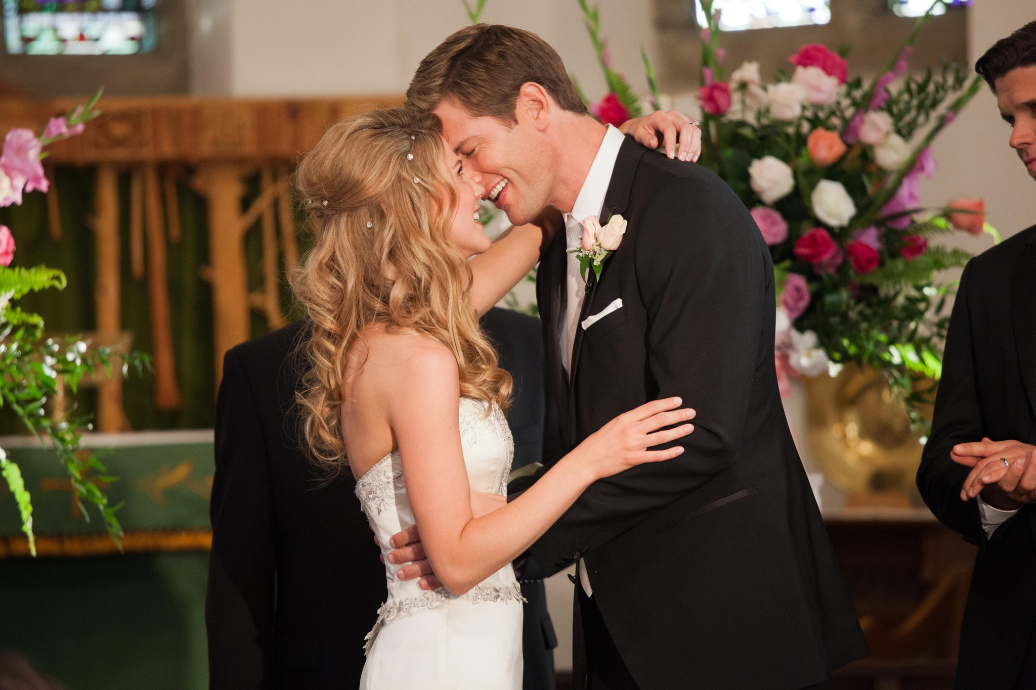 Still of Ryan McPartlin and Sara Canning in The Right Kind of Wrong (2013)