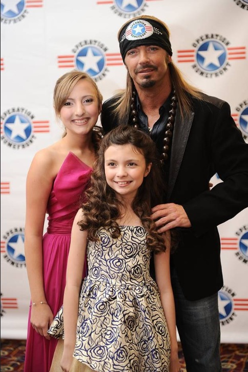 Kenzie and Madison Hall with Bret Michaels at the Military Child of The Year Gala held by Operation Homefront.