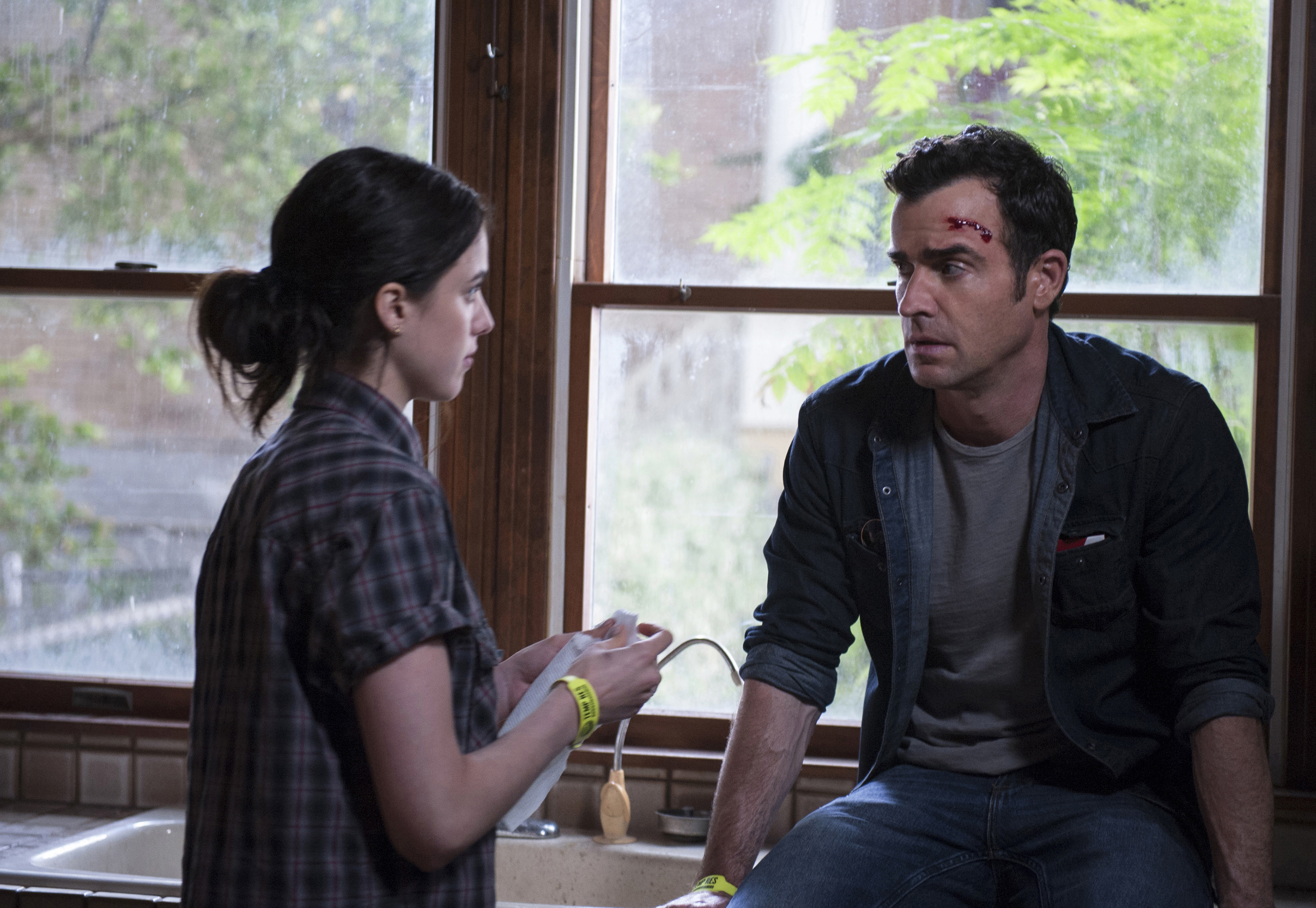 Still of Justin Theroux and Margaret Qualley in The Leftovers (2014)