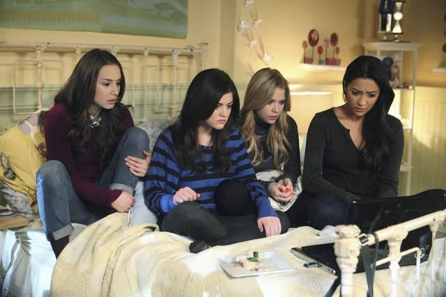 Still of Troian Bellisario, Lucy Hale, Ashley Benson and Shay Mitchell in Jaunosios melages (2010)