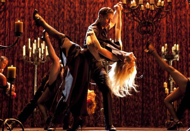 Still of Gwyneth Paltrow and Matthew Morrison in Glee (2009)