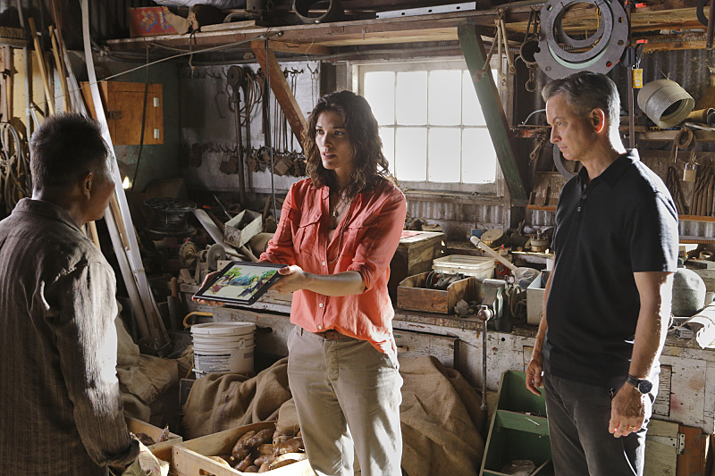 Still of Gary Sinise, Gerald Webb and Alisha Elizabeth Anneleise H.O. in Criminal Minds: Beyond Borders (2016)