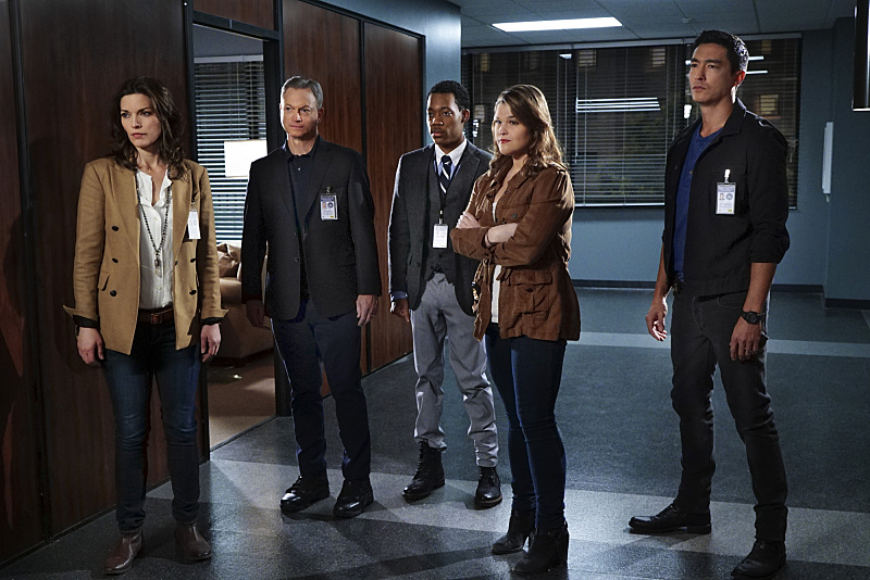 Still of Gary Sinise, Tyler James Williams, Daniel Henney, Annie Funke and Alisha Elizabeth Anneleise H.O. in Criminal Minds: Beyond Borders (2016)