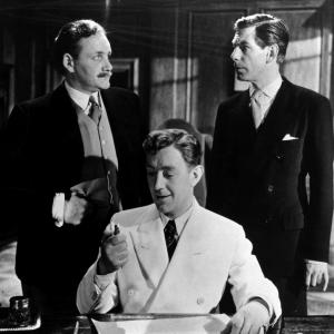 Still of Alec Guinness, Michael Gough and Howard Marion-Crawford in The Man in the White Suit (1951)