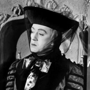 Still of Alec Guinness in Kind Hearts and Coronets (1949)