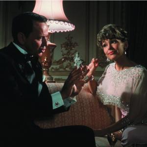 Still of Frank Sinatra in Robin and the 7 Hoods (1964)