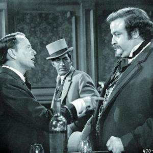 Still of Frank Sinatra, Dean Martin and Victor Buono in 4 for Texas (1963)