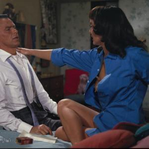 Still of Frank Sinatra and Carolyn Jones in A Hole in the Head (1959)