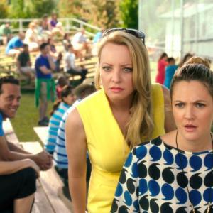 Still of Drew Barrymore and Wendi McLendon-Covey in Kartu ne savo noru (2014)
