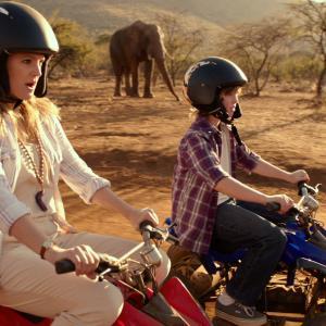 Still of Drew Barrymore and Kyle Red Silverstein in Kartu ne savo noru (2014)